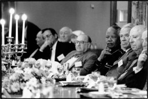 NELSON MANDELA ATTENDS A REUNION OF HIS WITS UNIVERSITY LAW CLASS. 1996 WITS UNIVERSITY JOHANNESBURG SOUTH AFRICA PHOTO/JOHN ROBINSON